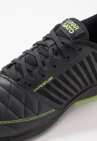 Nike Performance - LUNARGATO II - Zaalvoetbalschoenen - dark smoke grey/white/black/volt - 5