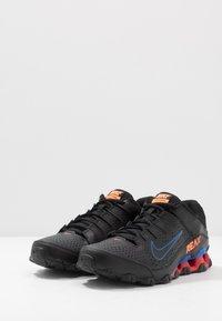 Nike Performance - REAX 8 TR - Obuwie treningowe - black/total orange/university red - 2