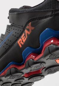 Nike Performance - REAX 8 TR - Obuwie treningowe - black/total orange/university red - 5