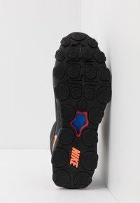 Nike Performance - REAX 8 TR - Obuwie treningowe - black/total orange/university red - 4