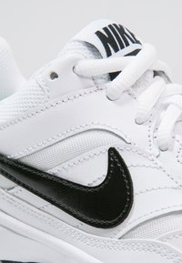 Nike Performance - COURT LITE - Buty tenisowe uniwersalne - white/black/medium grey - 5