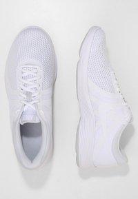 Nike Performance - REVOLUTION - Löparskor terräng - white/pure platinum - 1