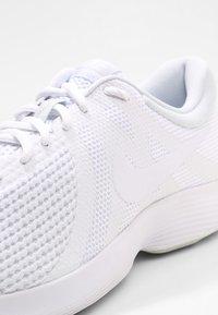 Nike Performance - REVOLUTION - Löparskor terräng - white/pure platinum - 5