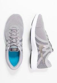 Nike Performance - REVOLUTION - Trail hardloopschoenen - atmosphere grey/metallic pewter/thunder grey - 1