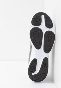 Nike Performance - REVOLUTION - Trail hardloopschoenen - atmosphere grey/metallic pewter/thunder grey - 4
