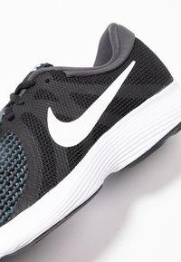 Nike Performance - REVOLUTION - Løpesko for mark - black/white/antracite - 5
