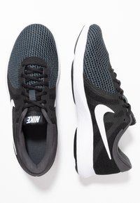 Nike Performance - REVOLUTION - Løpesko for mark - black/white/antracite - 1
