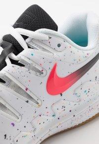 Nike Performance - AIR ZOOM VAPOR X CLAY - Tenisové boty na antuku - white/laser crimson/oracle aqua/off noir - 5