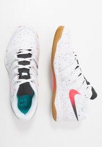 Nike Performance - AIR ZOOM VAPOR X CLAY - Tenisové boty na antuku - white/laser crimson/oracle aqua/off noir - 1