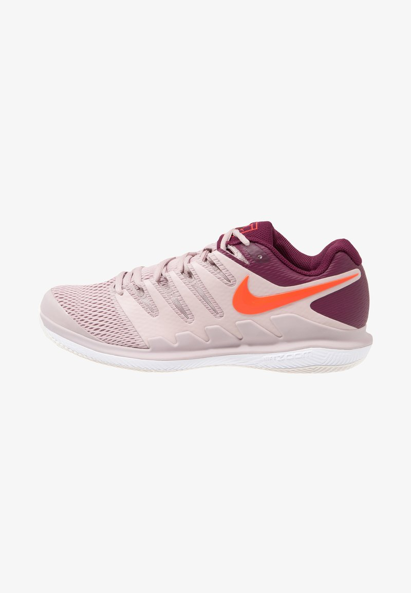 Nike Performance - NIKE AIR ZOOM VAPOR X - Multicourt Tennisschuh - particle rose/bright crimson/bordeaux