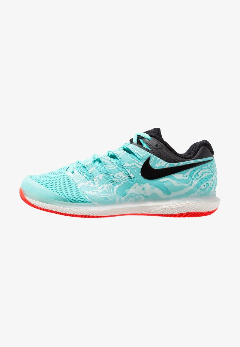 Nike Performance - NIKE AIR ZOOM VAPOR X - Multicourt Tennisschuh - aurora green/black/teal tint/phantom/bright crimson