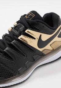 Nike Performance - AIR ZOOM VAPOR X - All court tennisskor - black/metallic gold/white - 5