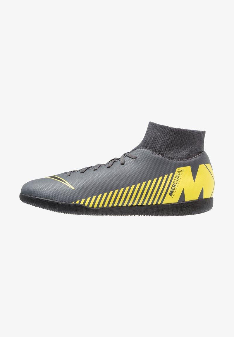 Nike Performance - MERCURIAL SUPERFLYX 6 CLUB IC - Indoor football boots - dark grey/black/optimal yellow