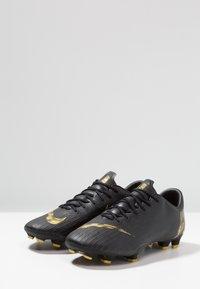Nike Performance - MERCURIAL VAPOR 12 PRO FG - Voetbalschoenen met kunststof noppen - black/metalic vivid gold - 2