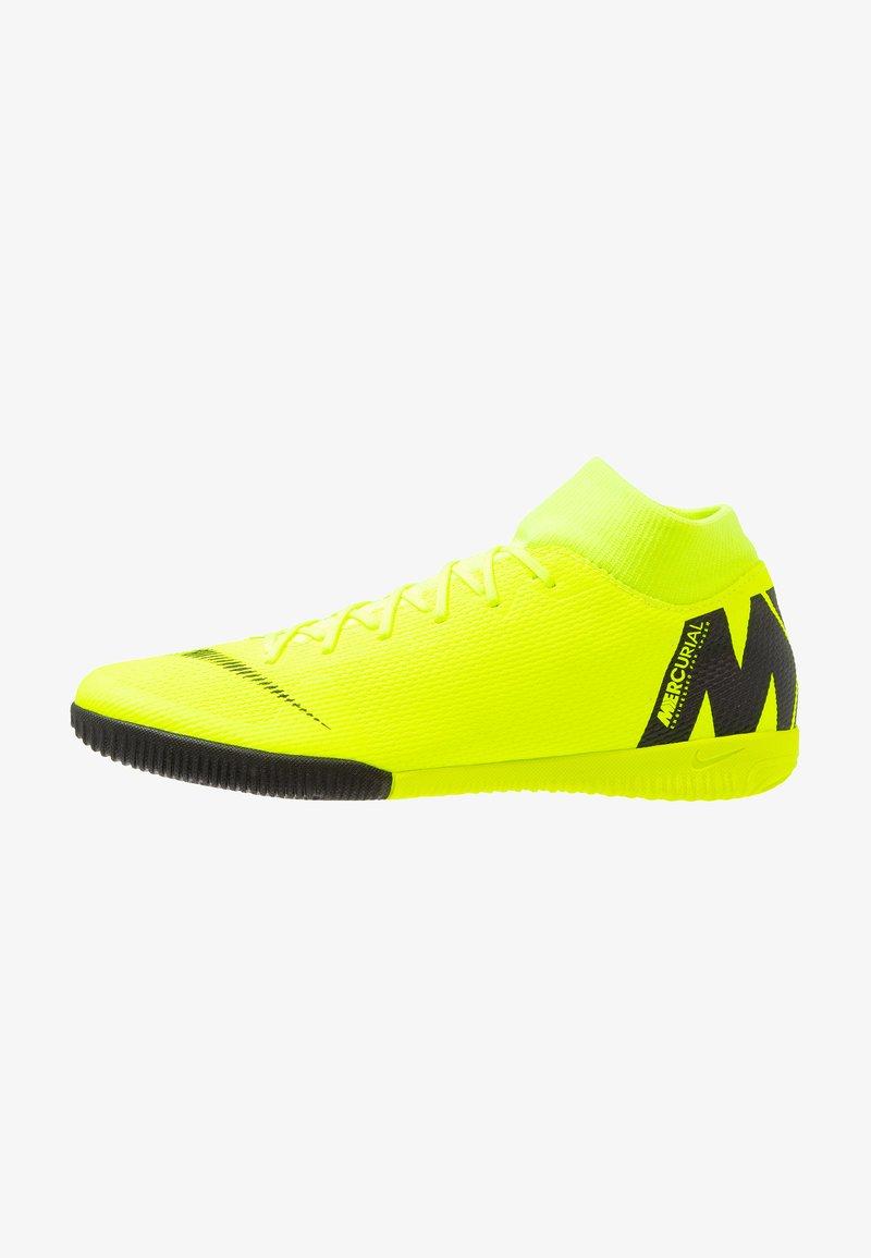 Nike Performance - MERCURIAL SUPERFLYX 6 ACADEMY IC - Fußballschuh Halle - volt/black