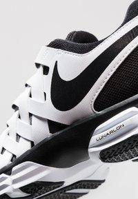 Nike Performance - LUNAR FINGERTRAP TR - Treningssko - white/black - 5