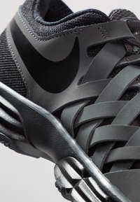Nike Performance - LUNAR FINGERTRAP TR - Chaussures d'entraînement et de fitness - anthracite/black - 5