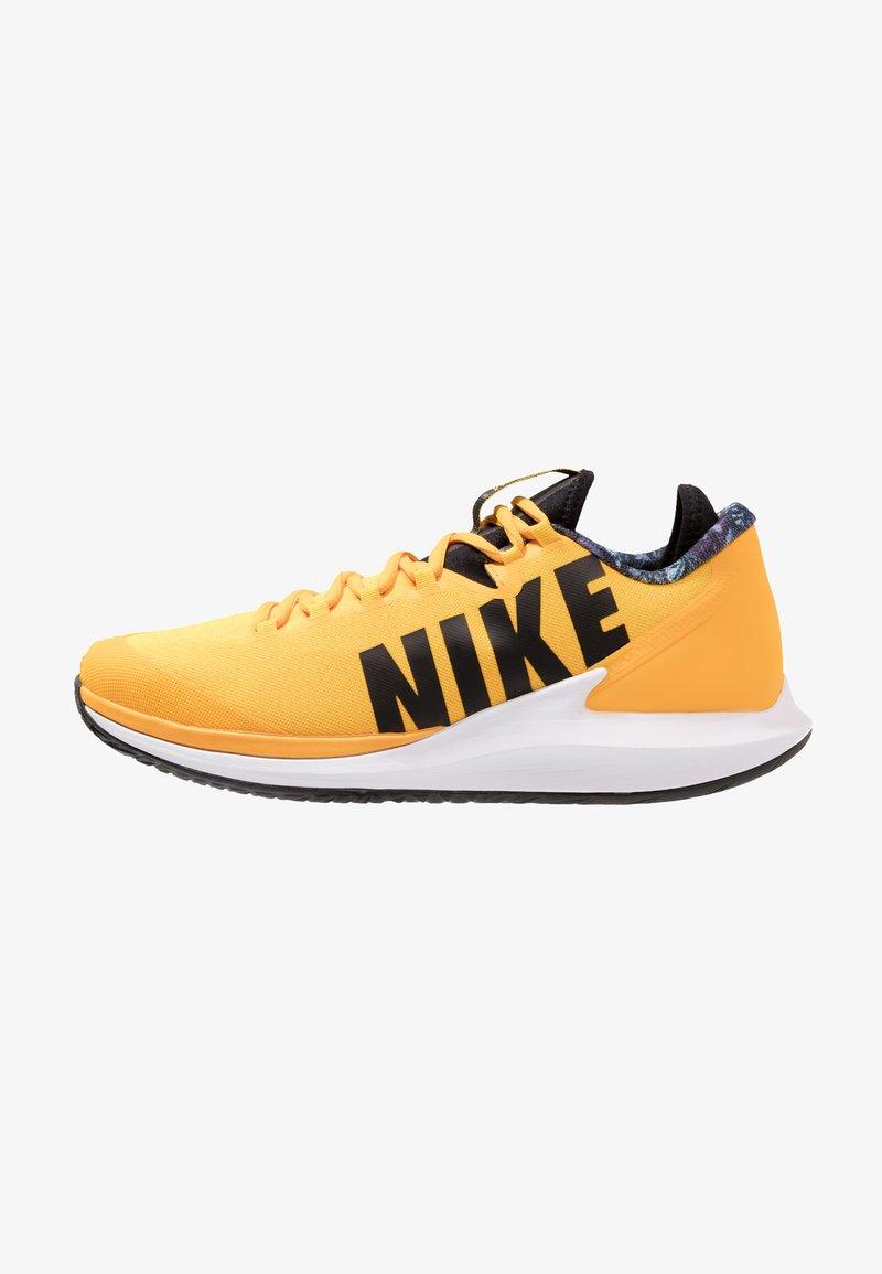 Nike Performance - AIR ZOOM HC - Multicourt Tennisschuh - university gold/black/white/volt glow