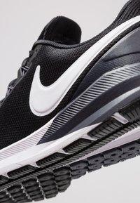 Nike Performance - AIR ZOOM STRUCTURE 22 - Juoksukenkä/vakaus - black/white/gridiron - 5