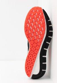 Nike Performance - AIR ZOOM STRUCTURE 22 - Löparskor stabilitet - anthracite/bright crimson/wolf grey - 4