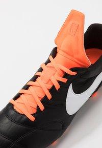 Nike Performance - NIKE PREMIER II FG FUBBALLSCHUH FUR NORMALEN RASEN - Voetbalschoenen met kunststof noppen - black/white/total orange - 5