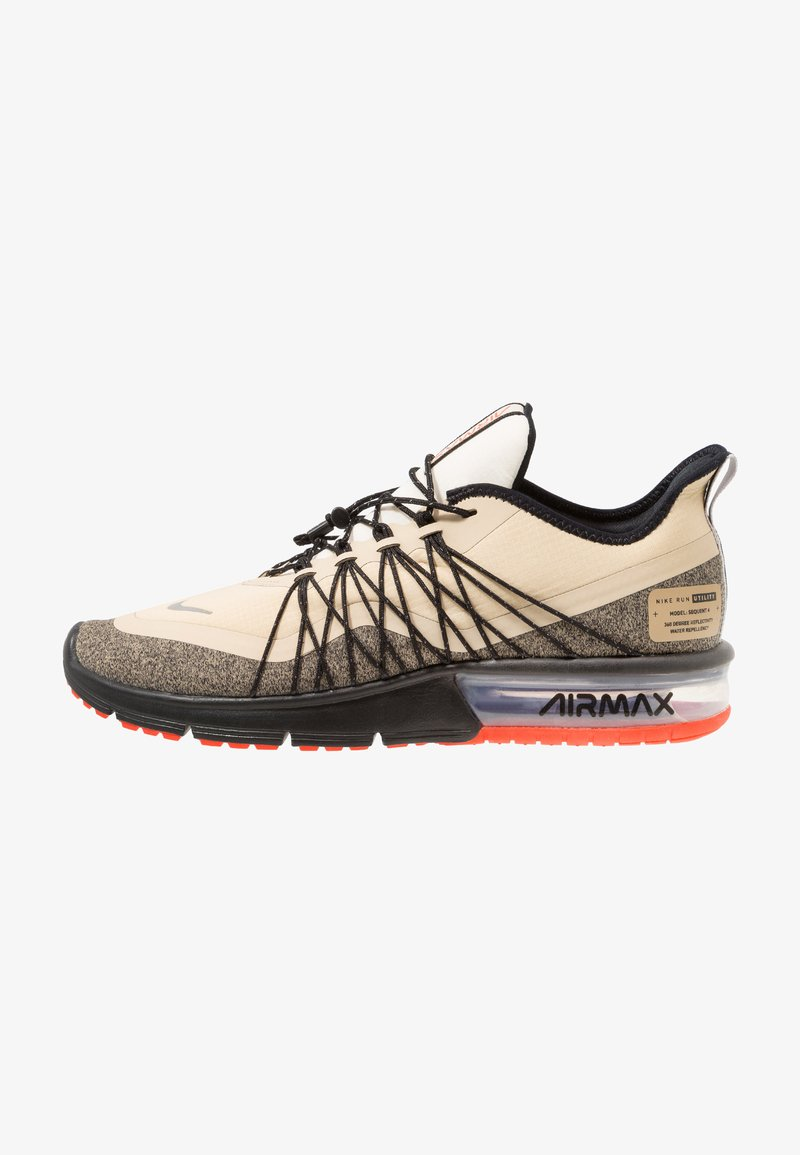 Nike Performance - AIR MAX SEQUENT 4 UTILITY - Nøytrale løpesko - desert ore/reflect silver/black/pale ivory/parachute beige/team orange