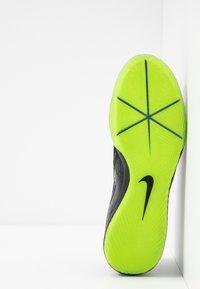 Nike Performance - ZOOM PHANTOM PRO IC - Futsal-kengät - black/volt - 4