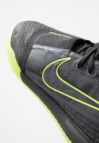 Nike Performance - ZOOM PHANTOM PRO IC - Futsal-kengät - black/volt - 5