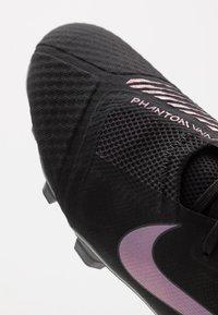 Nike Performance - PHANTOM  ACADEMY FG - Voetbalschoenen met kunststof noppen - black/metallic vivid gold - 5
