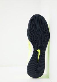 Nike Performance - PHANTOM ACADEMY IC - Botas de fútbol sin tacos - volt/obsidian/barely volt - 4