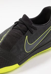 Nike Performance - PHANTOM ACADEMY IC - Futsal-kengät - black/volt - 5