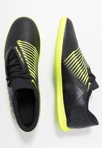 Nike Performance - PHANTOM CLUB IC - Halówki - black/volt - 1
