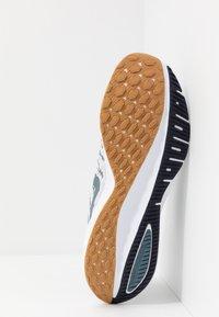 Nike Performance - AIR ZOOM VOMERO 14 - Obuwie do biegania treningowe - photon dust/ozone blue/obsidian/white - 4