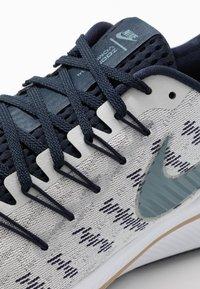Nike Performance - AIR ZOOM VOMERO 14 - Obuwie do biegania treningowe - photon dust/ozone blue/obsidian/white - 5