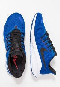 Nike Performance - AIR ZOOM VOMERO  - Zapatillas de running neutras - indigo force/photo blue/red orbit/blue void/white - 1