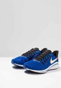 Nike Performance - AIR ZOOM VOMERO  - Zapatillas de running neutras - indigo force/photo blue/red orbit/blue void/white - 2