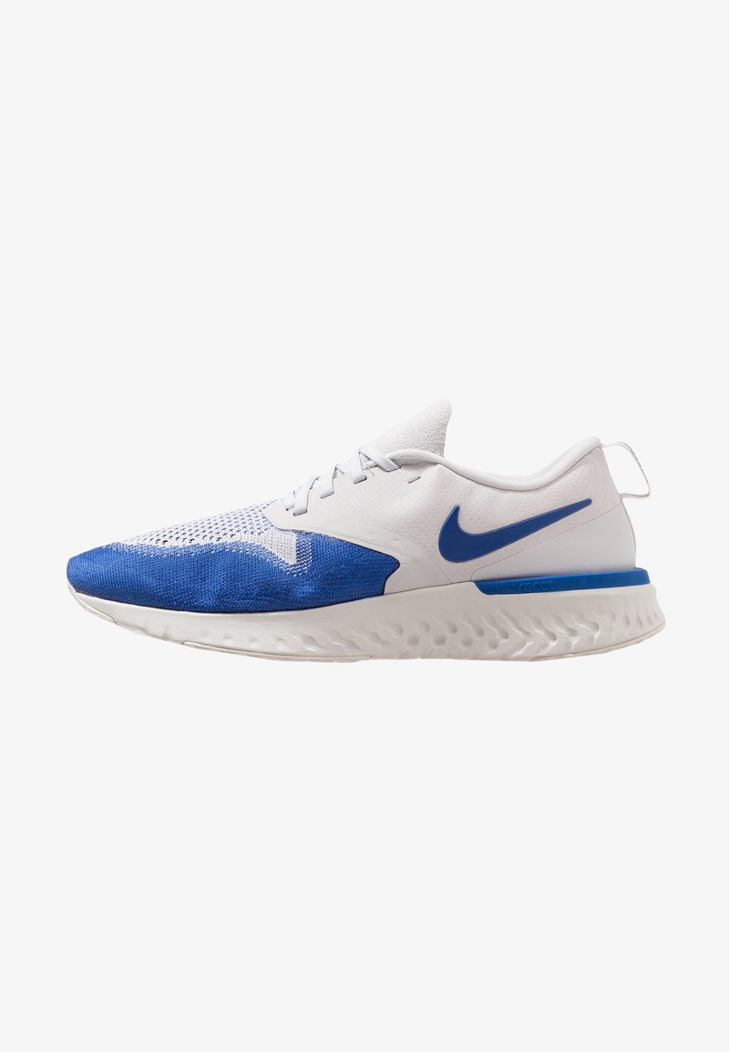 Nike Performance - ODYSSEY REACT FLYKNIT - Laufschuh Neutral - vast grey/game royal/platinum tint/white