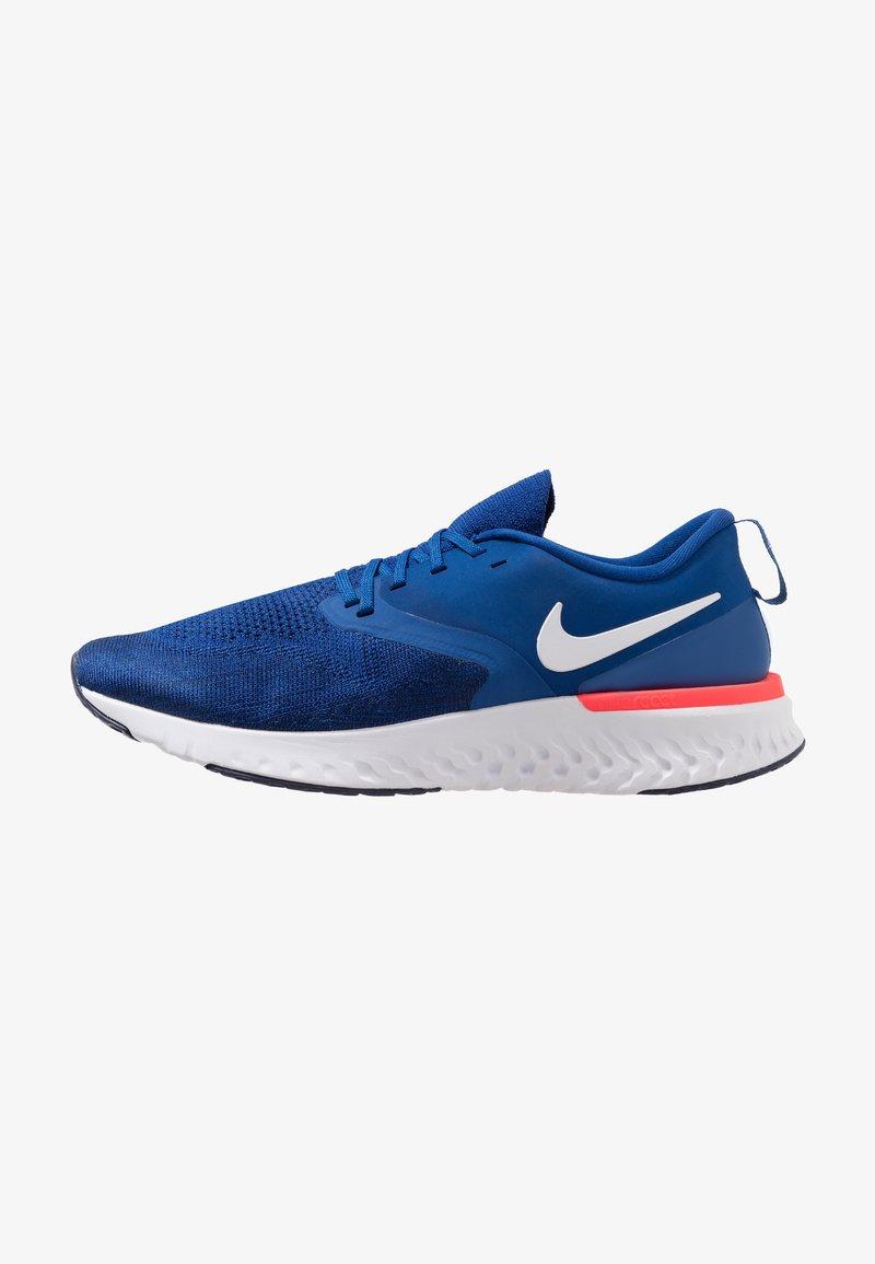 Nike Performance - ODYSSEY REACT FLYKNIT - Laufschuh Neutral - indigo force/white/blue void/red orbit