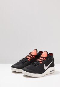 Nike Performance - AIR MAX WILDCARD CLY - Tennisskor för grus - black/phantom/bright crimson - 2