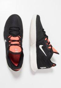 Nike Performance - AIR MAX WILDCARD CLY - Tennisskor för grus - black/phantom/bright crimson - 1