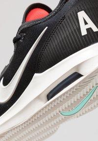 Nike Performance - AIR MAX WILDCARD CLY - Zapatillas de tenis para tierra batida - black/phantom/bright crimson - 5