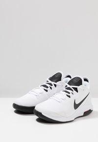 Nike Performance - NIKECOURT AIR MAX WILDCARD - Kengät kaikille alustoille - white/black/bright crimson - 2