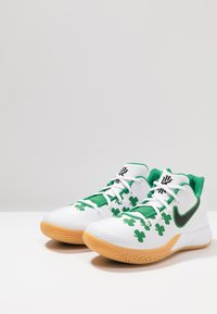 Nike Performance - KYRIE FLYTRAP II - Basketbalové boty - white/black/aloe verde/light brown - 2