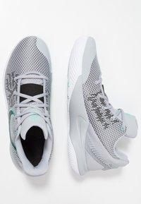 Nike Performance - KYRIE FLYTRAP II - Basketbalové boty - wolf grey/black/dark grey/white/tropical twist - 1