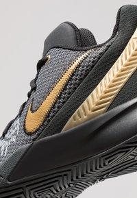 Nike Performance - KYRIE FLYTRAP II - Obuwie do koszykówki - black/metallic gold/anthracite - 5