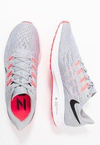Nike Performance - AIR ZOOM PEGASUS  - Stabiliteit hardloopschoenen - wolf grey/black/white/bright crimson - 1