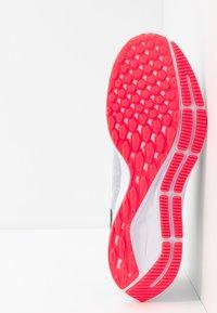 Nike Performance - AIR ZOOM PEGASUS  - Stabiliteit hardloopschoenen - wolf grey/black/white/bright crimson - 4