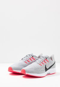 Nike Performance - AIR ZOOM PEGASUS  - Stabiliteit hardloopschoenen - wolf grey/black/white/bright crimson - 2