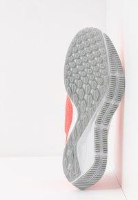 Nike Performance - AIR ZOOM PEGASUS  - Zapatillas de running estables - laser crimson/white/light smoke grey - 4