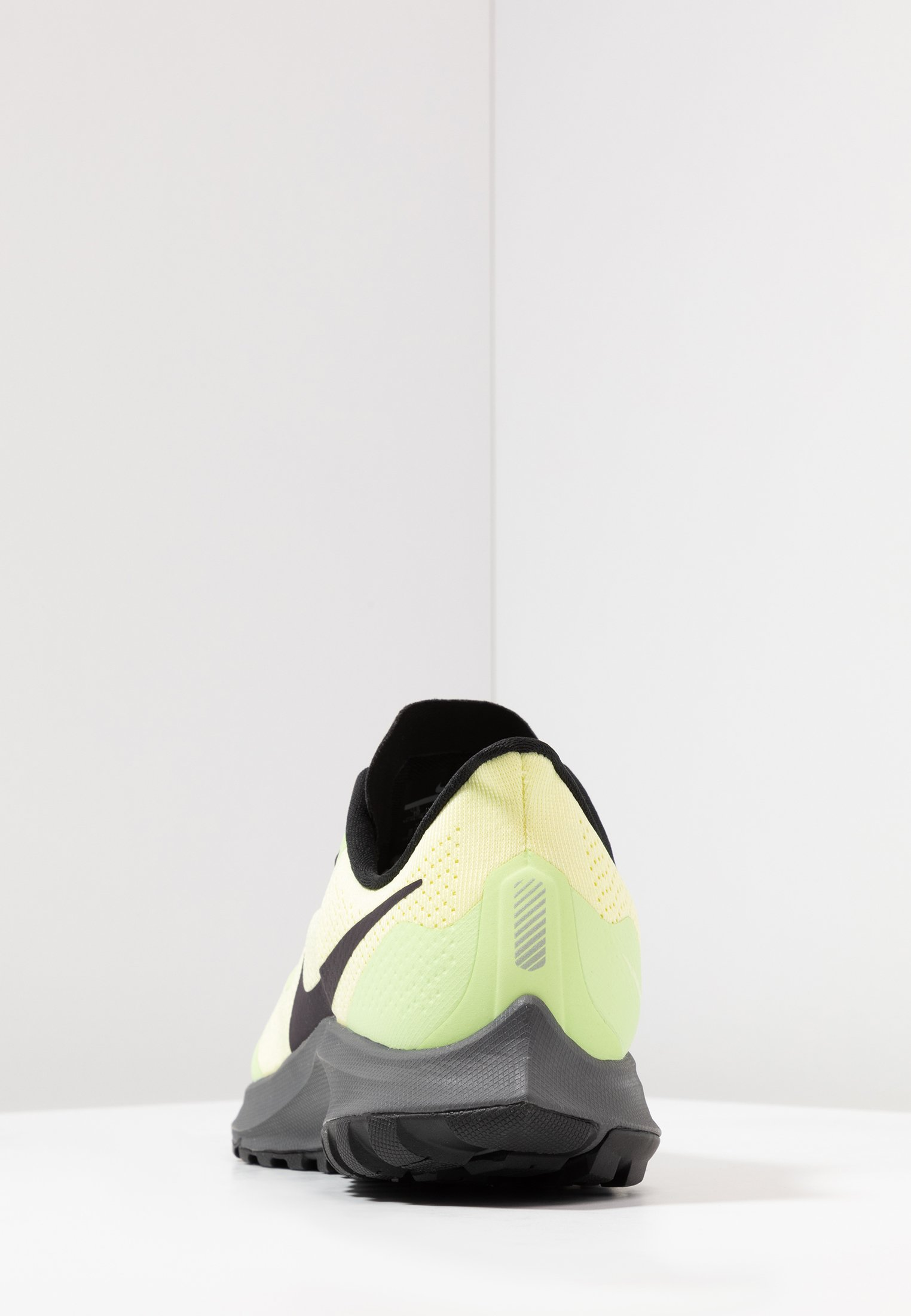 AIR ZOOM PEGASUS 36 - Zapatillas de trail running - luminous green/burgundy  ash/black